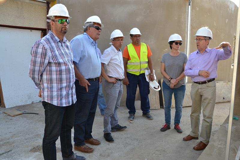 El ayuntamiento de valsequillo amplia y mejora la for Piscina valsequillo