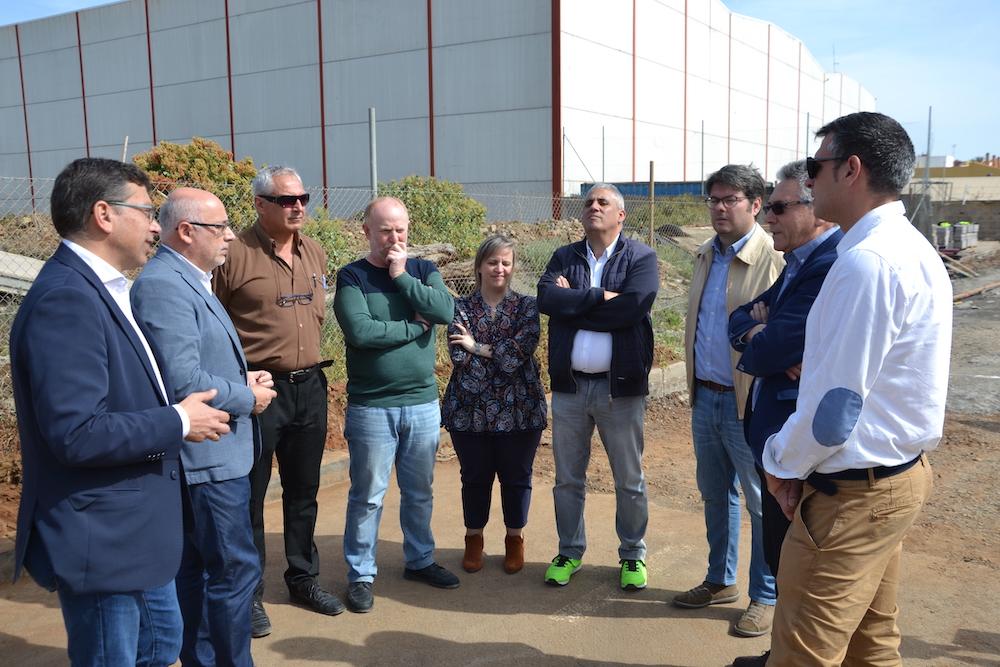 Alcalde y presidente del Cabildo con empresarios del municipio