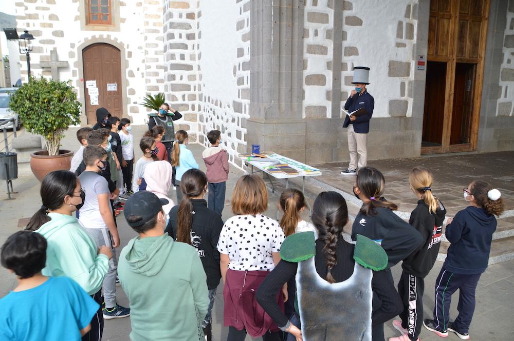 Niños presencian explicaciones de la historia de Valsequillo
