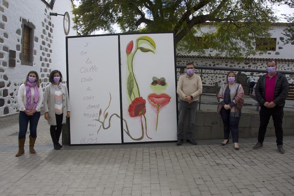 Alcalde y concejales posan junto a photocall