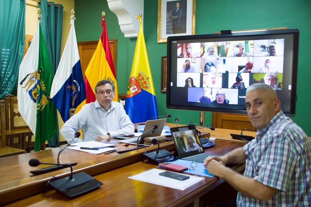 Alcalde, PAco Galván y resto de asistentes posan para la cámara