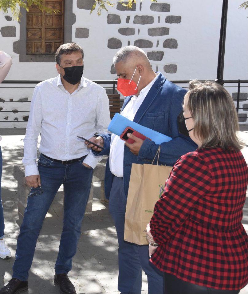 Los concejales del grupo de gobierno reunidos en la Plaza del Pilar Viejo